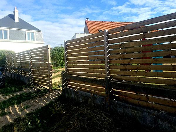 Bardage et terrasse en bois, décoration d'exterieur