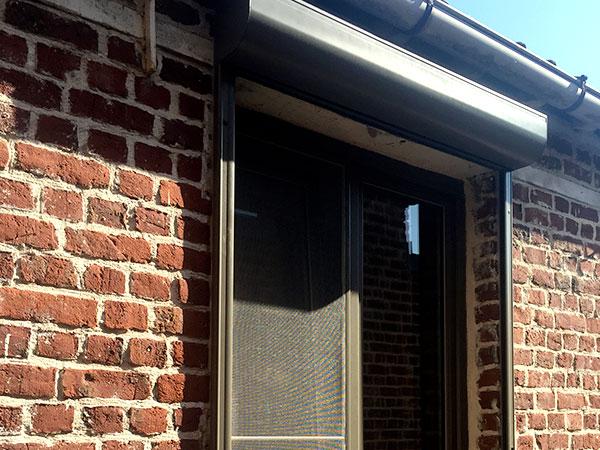 Installez des volets roulants aux fenêtres de votre maison