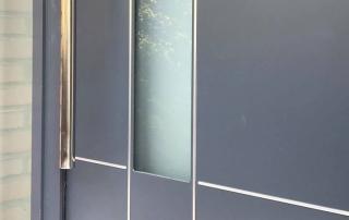 pose d'une porte aluminium grise anthracite